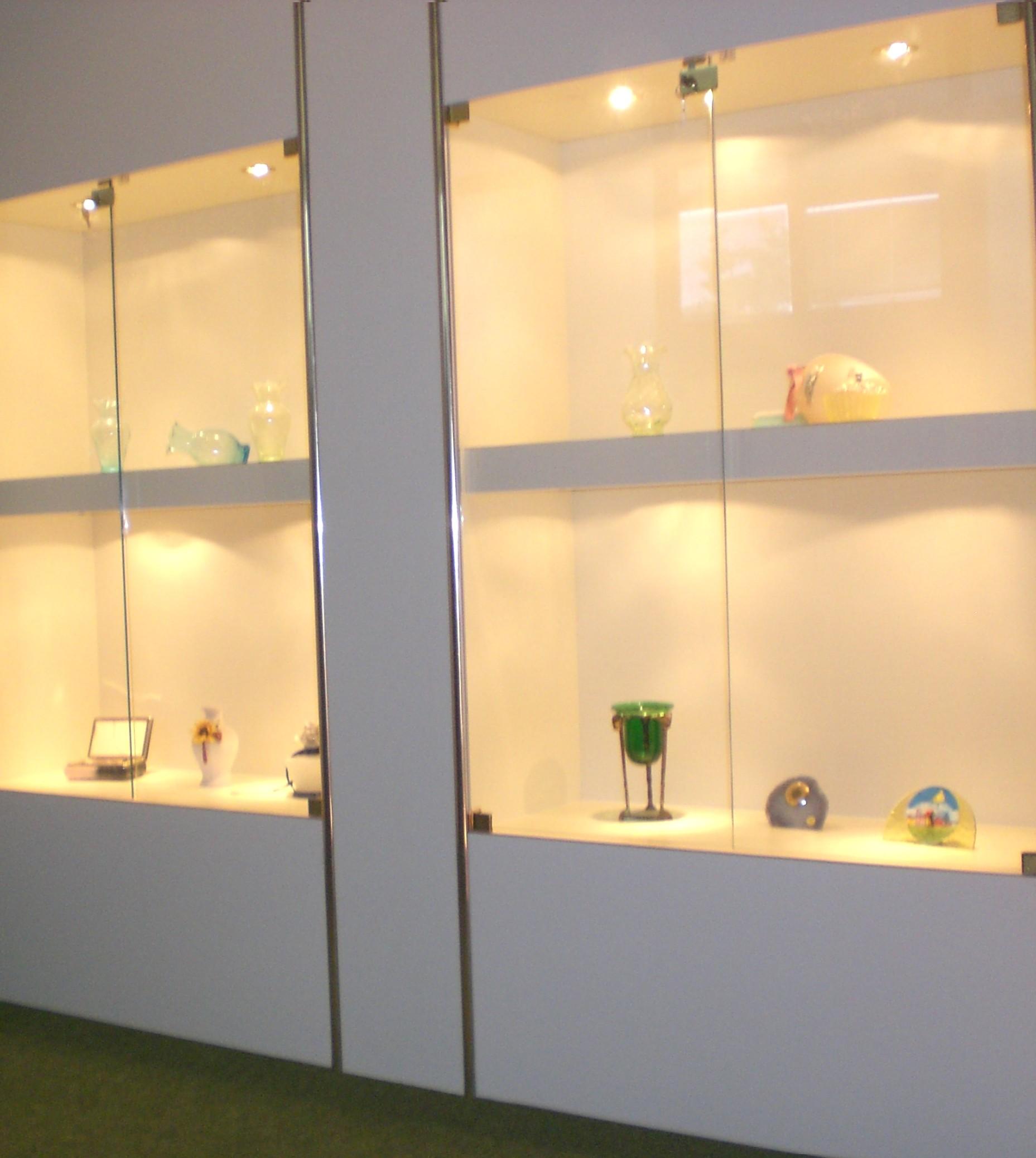 Produzione arredamenti per negozi compra in fabbrica for Negozi mobili como